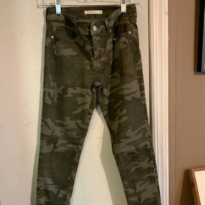 Camouflage Levi skinny jeans
